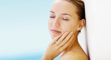 Favorisez le maintien d'une peau belle et souple avec l'huile de bourrache
