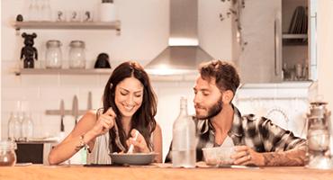 Manger tard le soir : quelles répercussions sur l'organisme ?